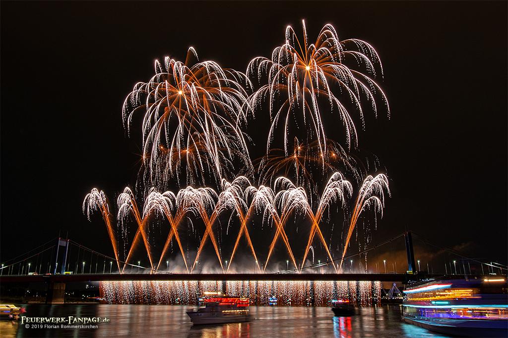 Ruhrort in Flammen beim Duisburger Hafenfest