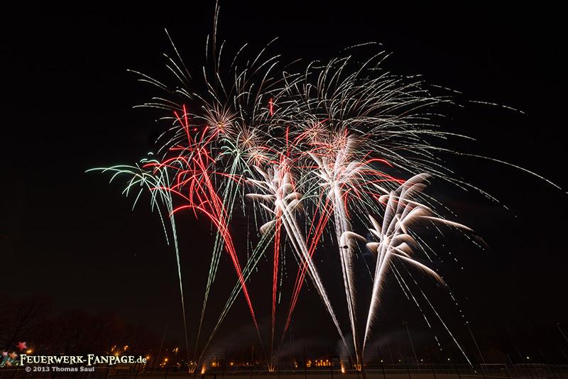 Feuerwerk zum Meistertitel 2013 der Berliner Eisbären am Wellblechpalast