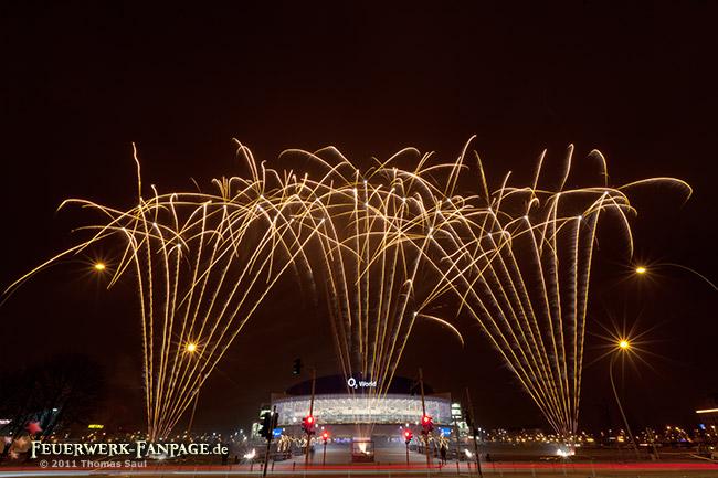 Feuerwerk zum Rückspiel der Berliner Eisbären gegen die Hamburg Freezers in der Berliner O2-World