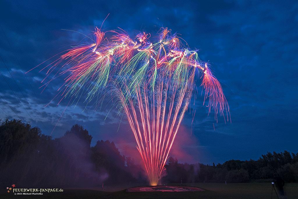 Read more about the article Feuerwerk zum Weinfest – Golfpark Weidenhof