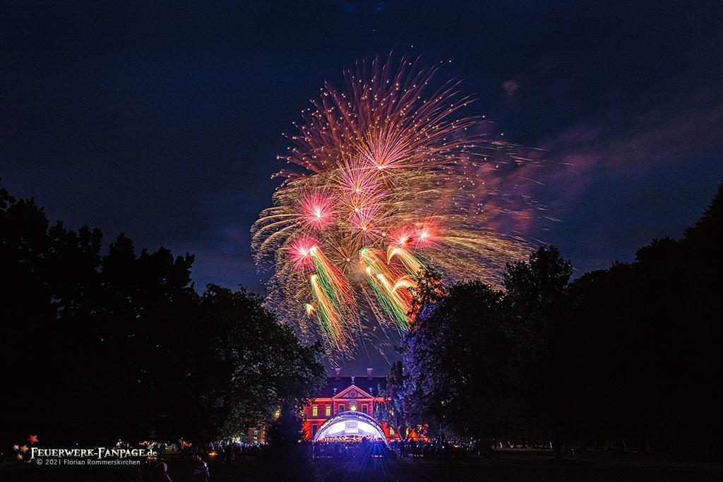 Read more about the article Schloss Bothmer, Feuerwerk zu den Festspielen in Mecklenburg-Vorpommern